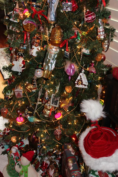 Christmas holiday decor 2011 049