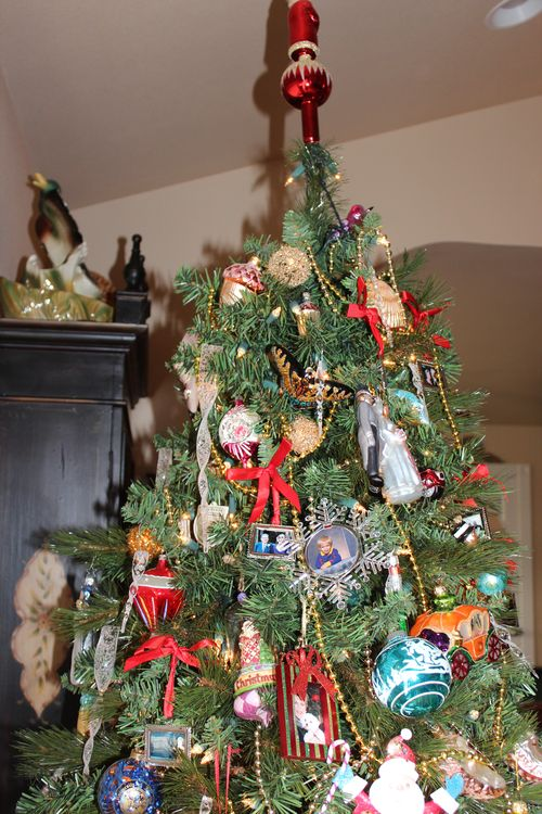Christmas holiday decor 2011 052