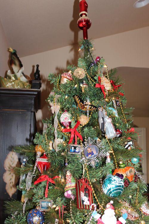 Christmas holiday decor 2011 052